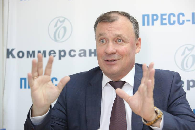 В связи с отставкой Александра Высокинского исполнять обязанности мэра Екатеринбурга стал Алексей Орлов, который за день до этого был назначен на пост первого вице-мэра