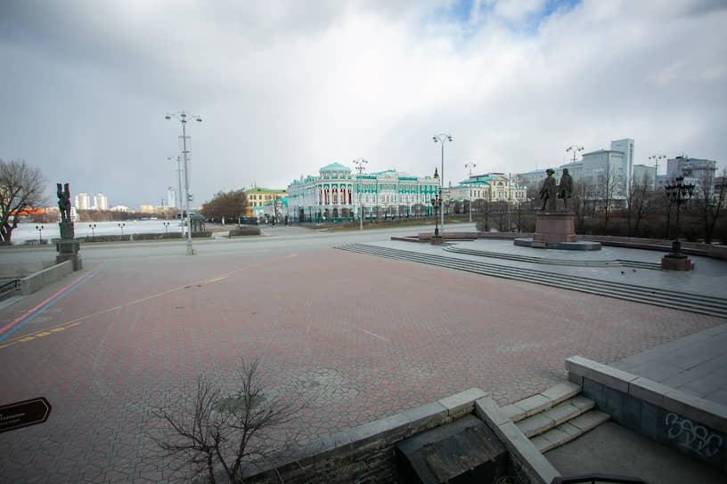 Меры предосторожности из-за угрозы распростанения коронавирусной инфекции COVID-19. Улицы Екатеринбурга во время режима самоизоляции