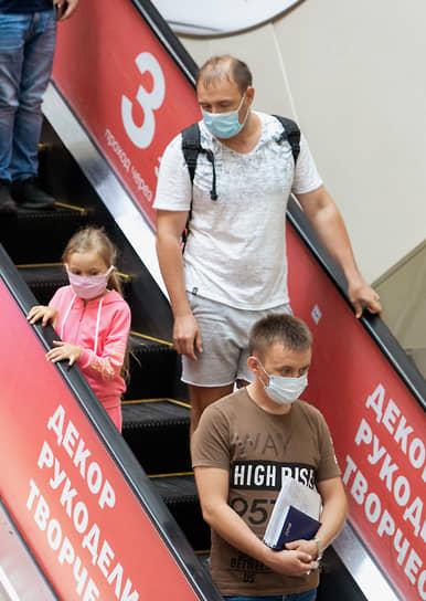 """Торговый центр """"Гринвич"""" во время ослабления режима самоизоляции из-за опасности распространения коронавирусной инфекции COVID-19"""