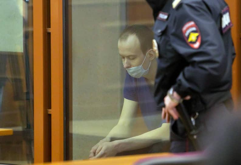 Инженер Алексей Александров, обвиняемый в убийстве двух девушек Ксении Солтановой и Натальи Кузнецовой, во время заседания Свердловского областного суда