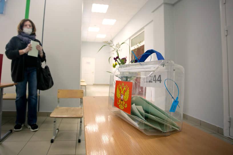 Голосование по поправкам в Конститиуцию России на избирательном участке в школе №69