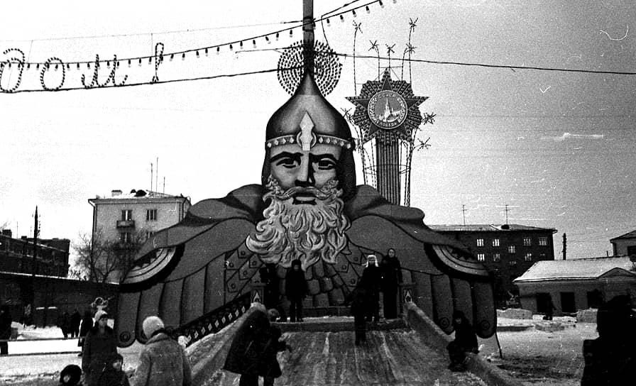 Новогодняя елка на площади Первой пятилетки. 1976 год