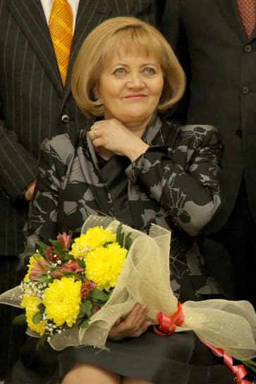 Людмила Бабушкина во время вручения мандатов избранным депутатам законодательного собрания Свердловской области. 2011 год