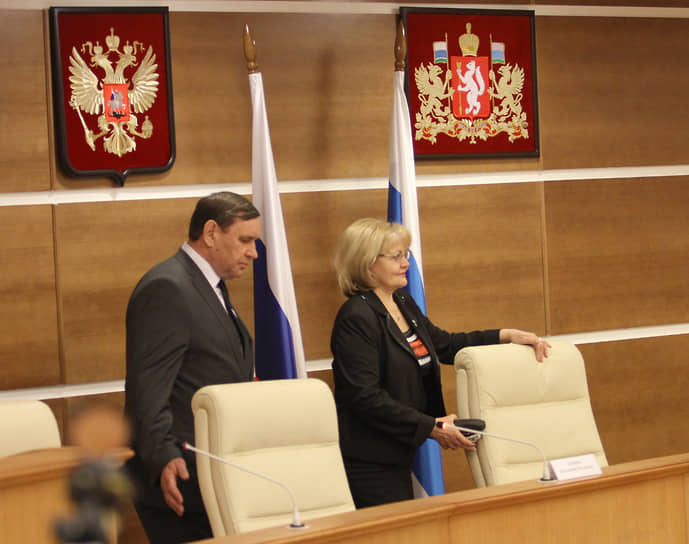 Председатель Курганской областной думы Владимир Хабаров (слева) и председатель Законодательного собрания Свердловской области Людмила Бабушкина (справа). 2013 год