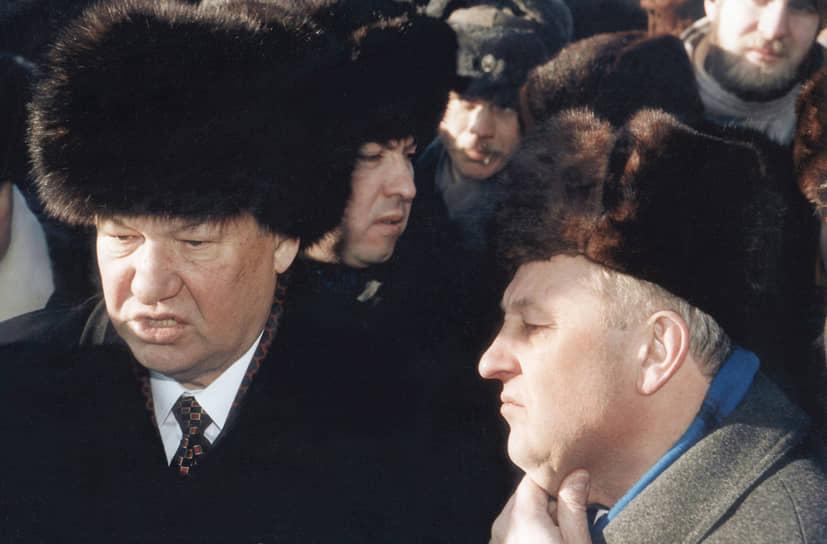 Президент России Борис Ельцин (слева) и губернатор Свердловской области Эдуард Россель (справа), 1997 год