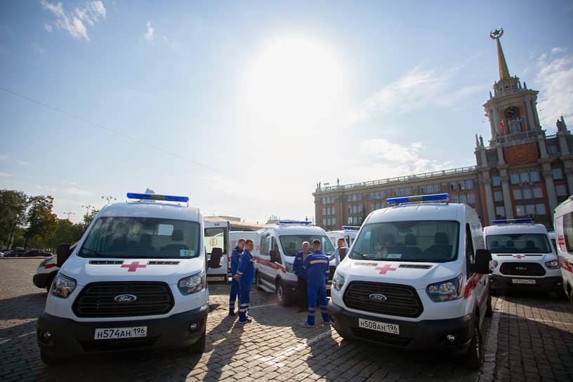 Церемония передачи администрации Екатеринбурга автомобилей скорой помощи прошла на площади 1905 года. Автомобили были закуплены для города Фондом Святой Екатерины