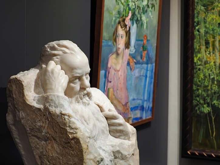 Уральская «сюжетная линия» раскрывается через работы местных художников, а также столичных авторов, обращающихся к темам из локальной истории