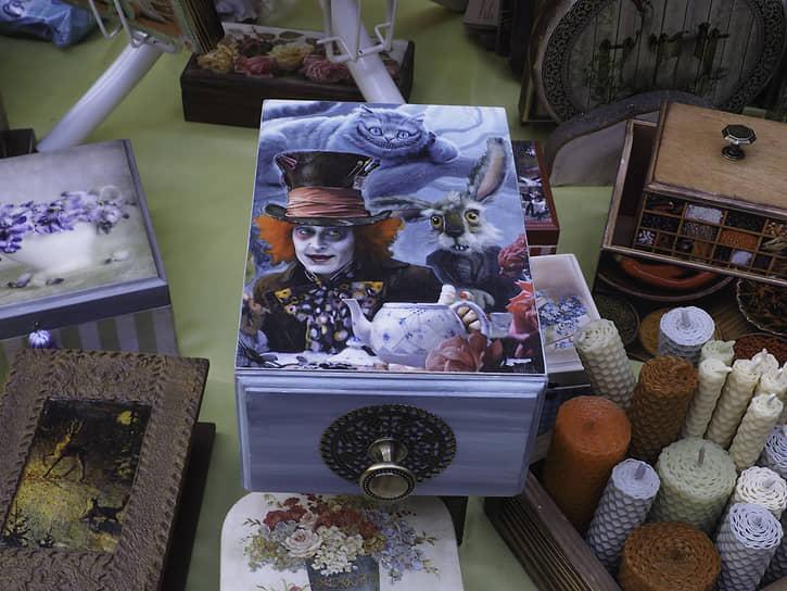 "Шкатулка с рисунками по мотивам кинофильма ""Алиса в стране чудес"""
