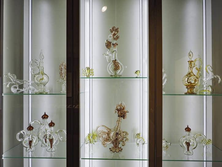 Альберт Коровкин работал в разных видах искусства – живописи по дереву, напоминающей лубок и иконопись, скульптуре из мрамора, дерева и металла, различных графических техниках, в том числе и изобретенных самим автором