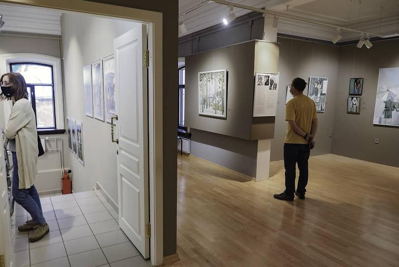 В музее наивного искусства также открылась выставка «Формы бытия дома Бабиных. Зинаида Бабина, Валерий и Александр Бабины, Катерина Бабина»