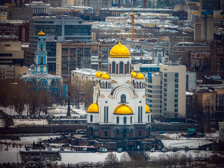 Вознесенская церковь и Храм-на-крови в Екатеринбурге