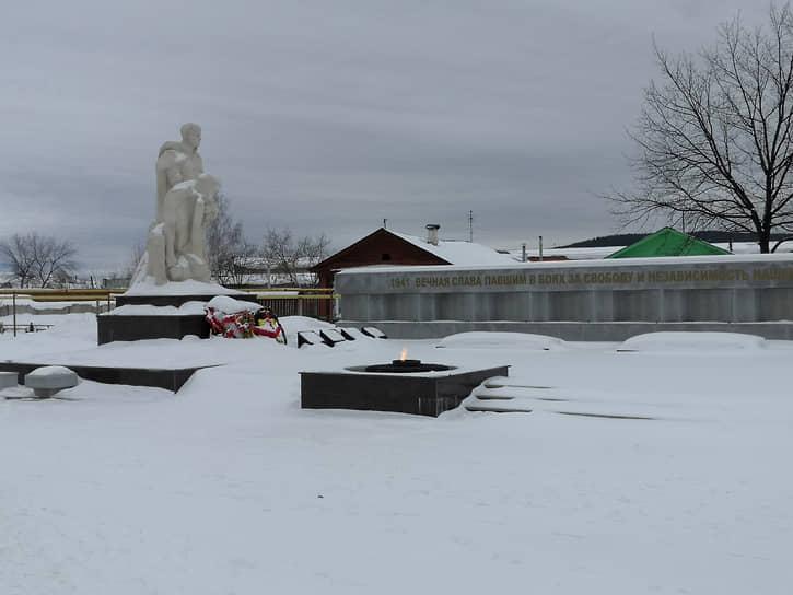 Мемориал в поселке Верх-Нейвинский