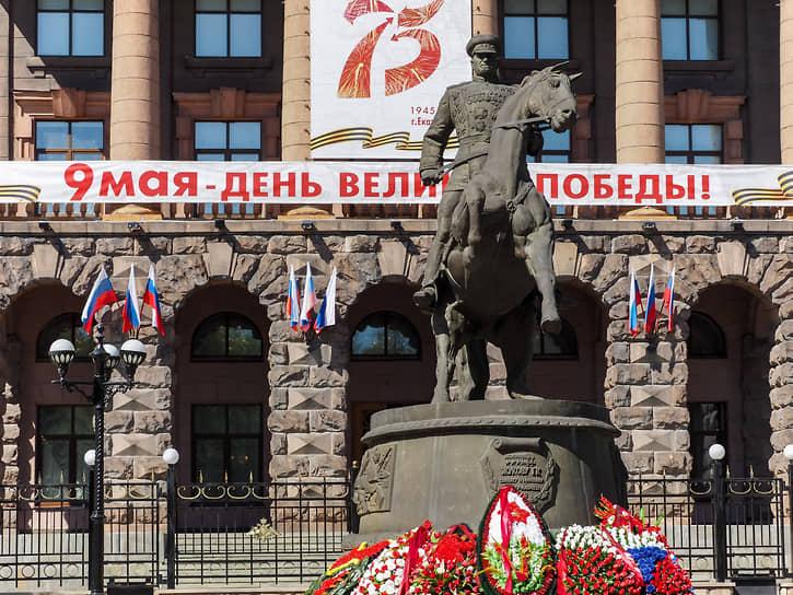 Памятник маршалу Жукову в Екатеринбурге