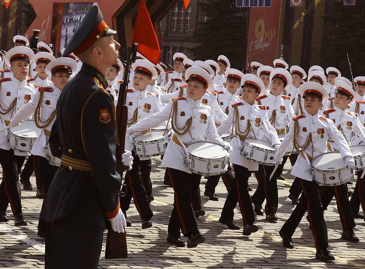 Рота барабанщиков - воспитанников Суворовского училища