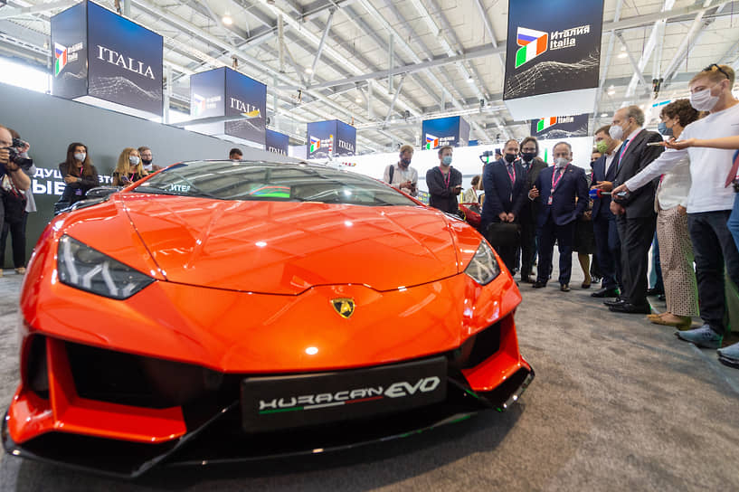 "Автомобиль Lamborghini Huracan EVO (Ламборгини Хуракан Эво) на выставке ""Иннопром-2021"""