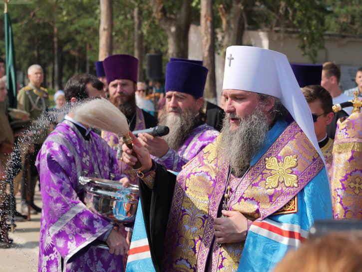 Митрополит Екатеринбургский и Верхотурский Евгений провел молебен в честь закладки камня