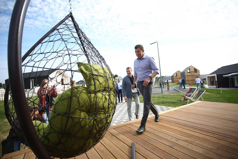 В поселке Исток (Екатеринбург) открылась выставка готовых частных домов