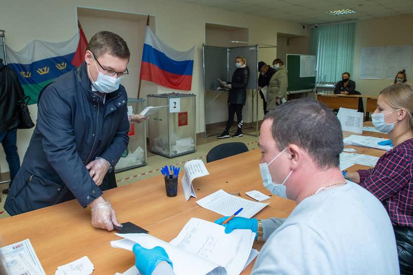 Полномочный представитель президента в УрФО Владимир Якушев проголосовал на выборах в Госдуму в Тюмени