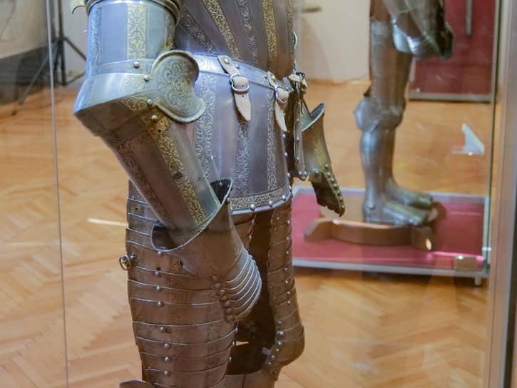 Парадное оружие олицетворяло власть, знатность, богатство. Оно являлось неотъемлемой частью праздничной придворной культуры XVI столетия