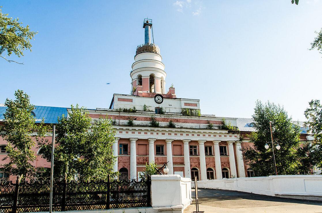 Башня «Ижмаша» является одним из символов города. Строительство здания началось в 1811 году. Автором проекта является зодчий Семен Дудин. С 1995 года здание находится в перечне объектов исторического и культурного наследия федерального значения