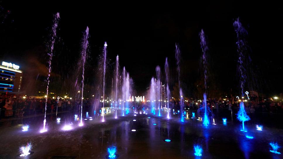 Светомузыкальный фонтан открыли в Ижевске в рамках празднования 100-летия со дня рождения Михаила Калашникова и Дня оружейника