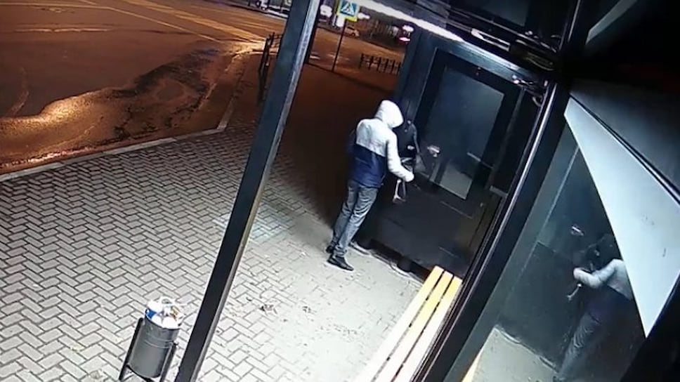 Как «умная остановка» в Ижевске пострадала от вандала