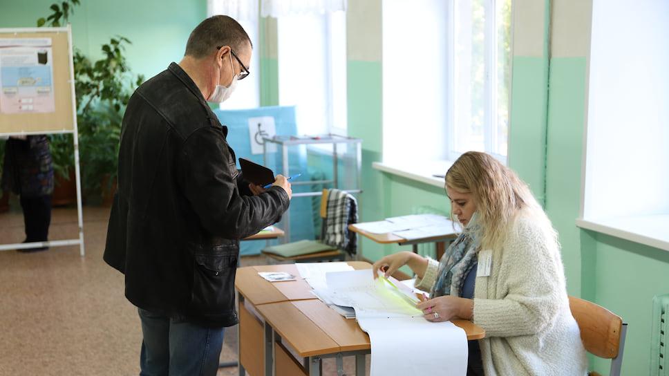 В Ижевске идут выборы депутатов в гордуму. Явка на 15:00 составила 13,62% с учетом досрочного голосования.