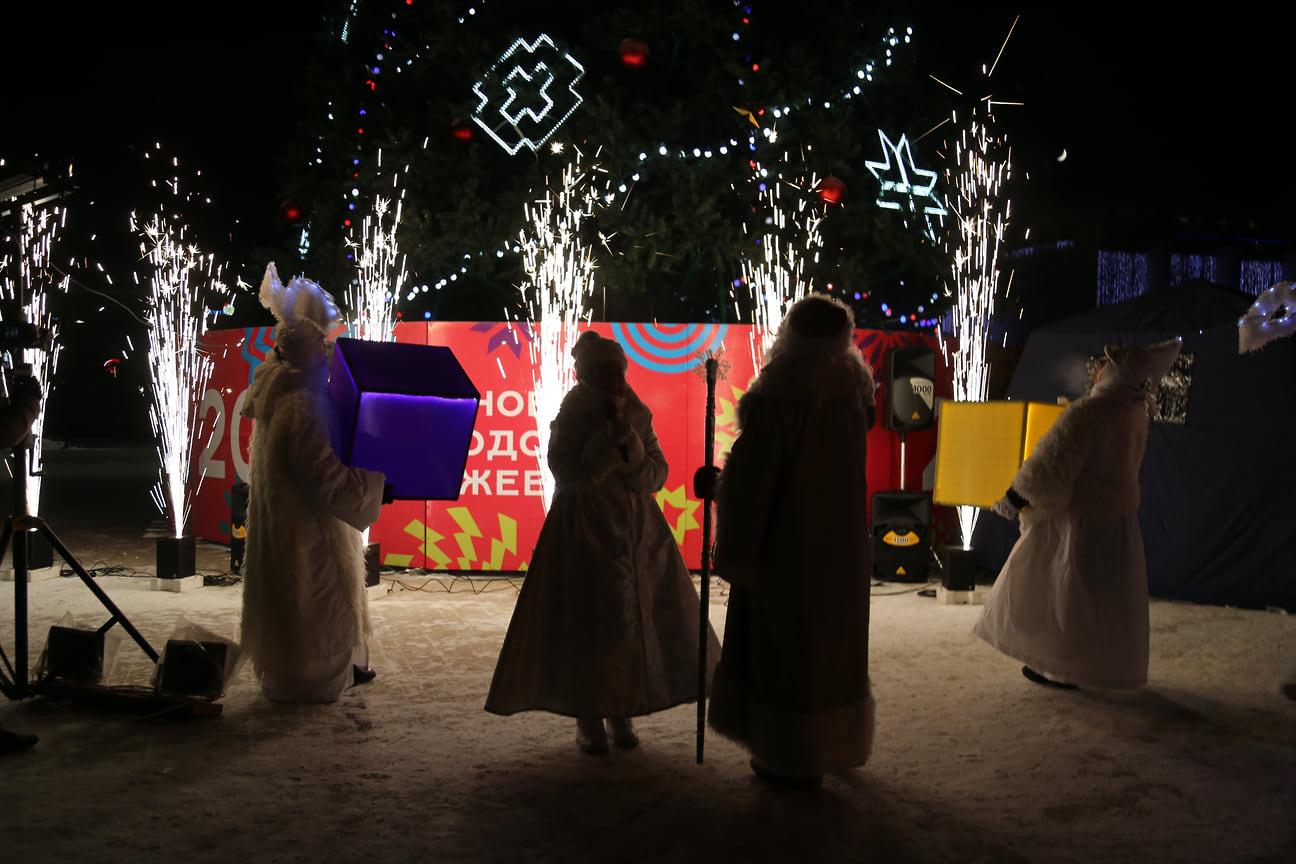 С 19 декабря стартовали конкурсы на самый лучший новогодний двор в рамках фестиваля «Чеберисто» и «Народный Дед Мороз»