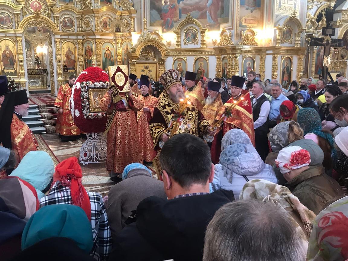 Богослужения возглавил митрополит Ижевский и Удмуртский Викторин.