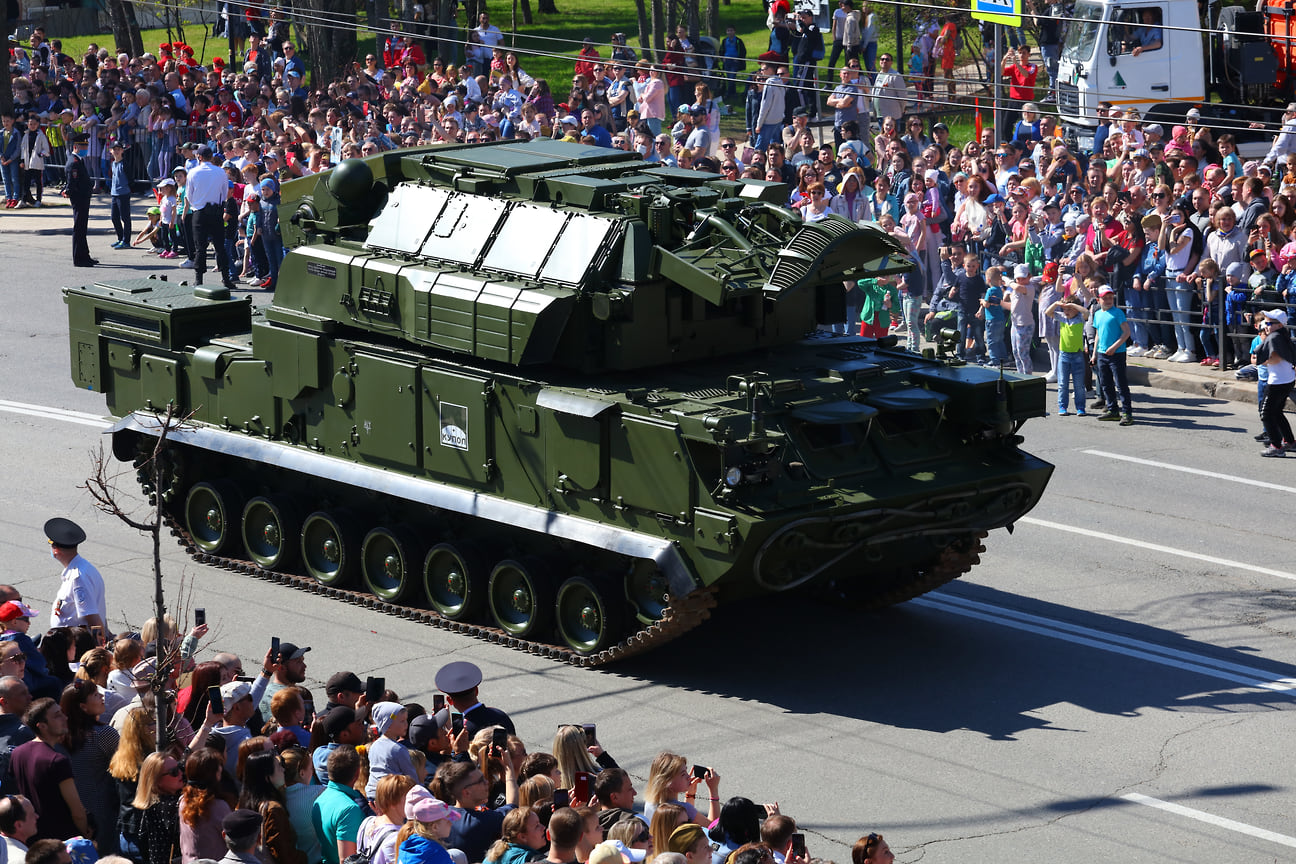 """""""Торы"""" являются уже традиционными участниками парада в Ижевске."""
