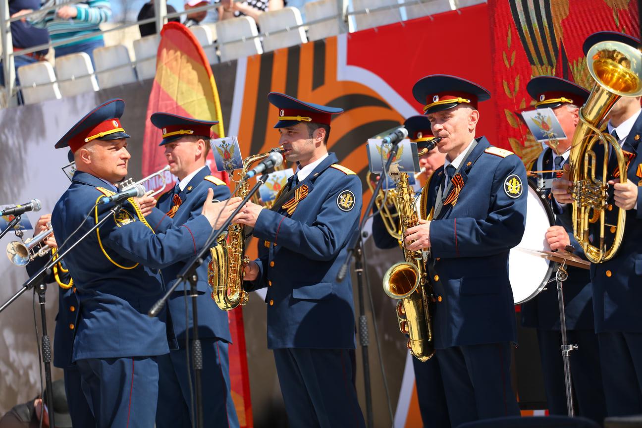 На разных площадках города звучали песни военных лет в исполнении творческих коллективов Удмуртии.