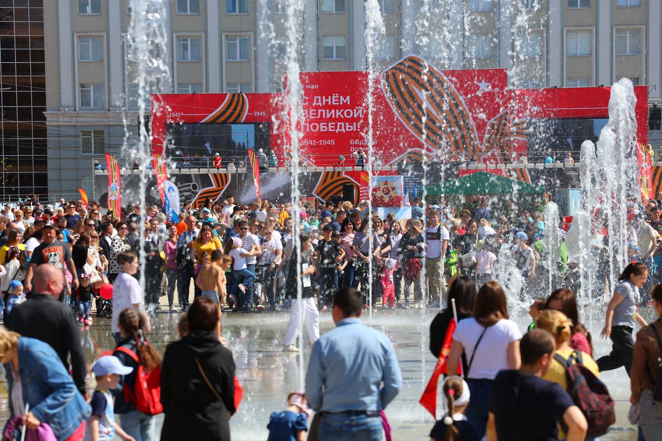 Всего, по данным МВД по Удмуртии, в праздничных мероприятиях в Ижевске приняли участие около 70 тыс. человек.