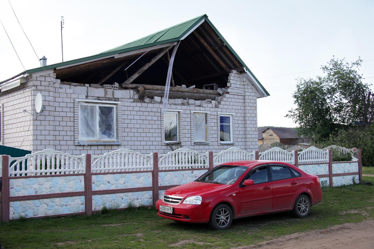 Жители пострадавших домов получили по 100 тысяч рублей компенсации. На восстановление села и выплаты было выделено 1,95 млрд руб. из федерального бюджета.