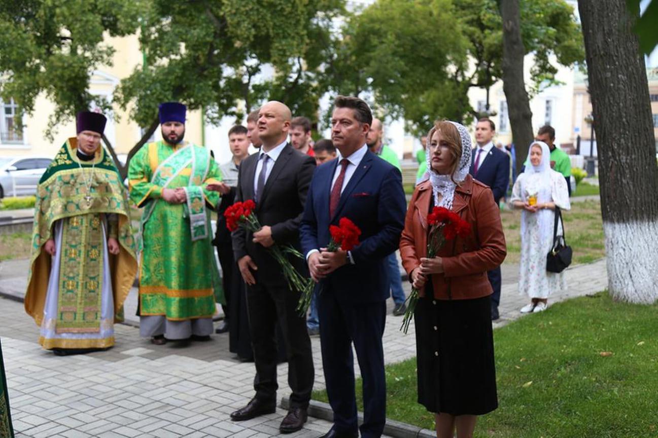 В процессе участвовали глава города Олег Бекмеметьев, вице-спикер гордумы Олег Гарин и депутат Госдумы РФ от Удмуртии Андрей Исаев.