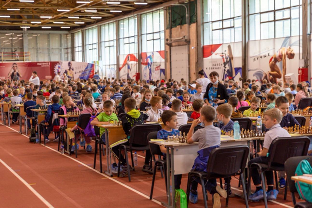 В соревновании участвуют 440 человек из 19 регионов России.
