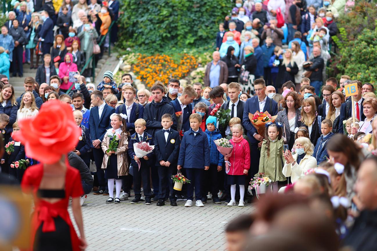 1 сентября в Удмуртии открылись четыре новые школы — на улице Ильфата Закирова в Ижевске, а также в Кезском, Вавожском и Селтинском районах.