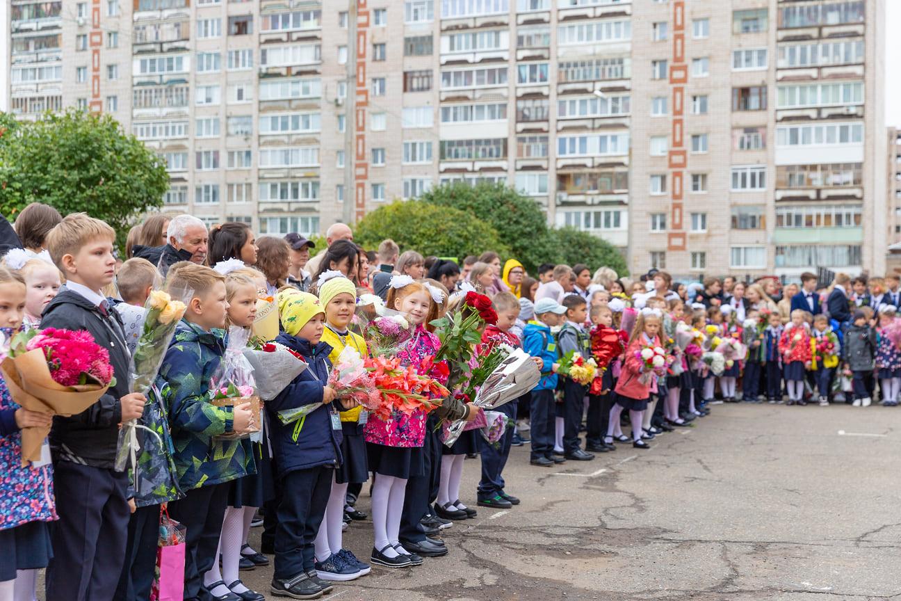 В настоящее время в регионе строится еще несколько школ: на ул. Берша в Ижевске на 1224 места, школы на 825 мест в Воткинске и деревне Пычанки в Завьяловском районе. Идет строительство школы на 500 мест в селе Ягул.