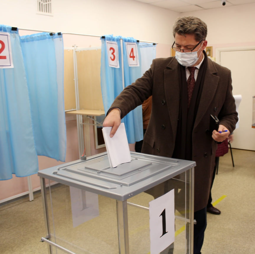 Глава Ижевска Олег Бекмеметьев тоже голосовал на выборах 17 сентября