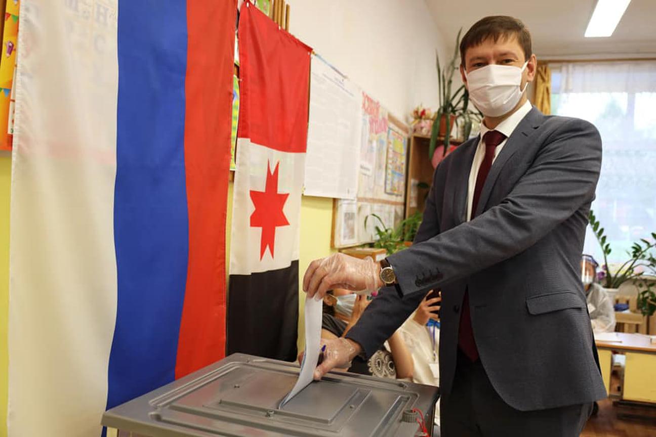 Глава Глазова Сергей Коновалов проголосовал еще 17 сентября