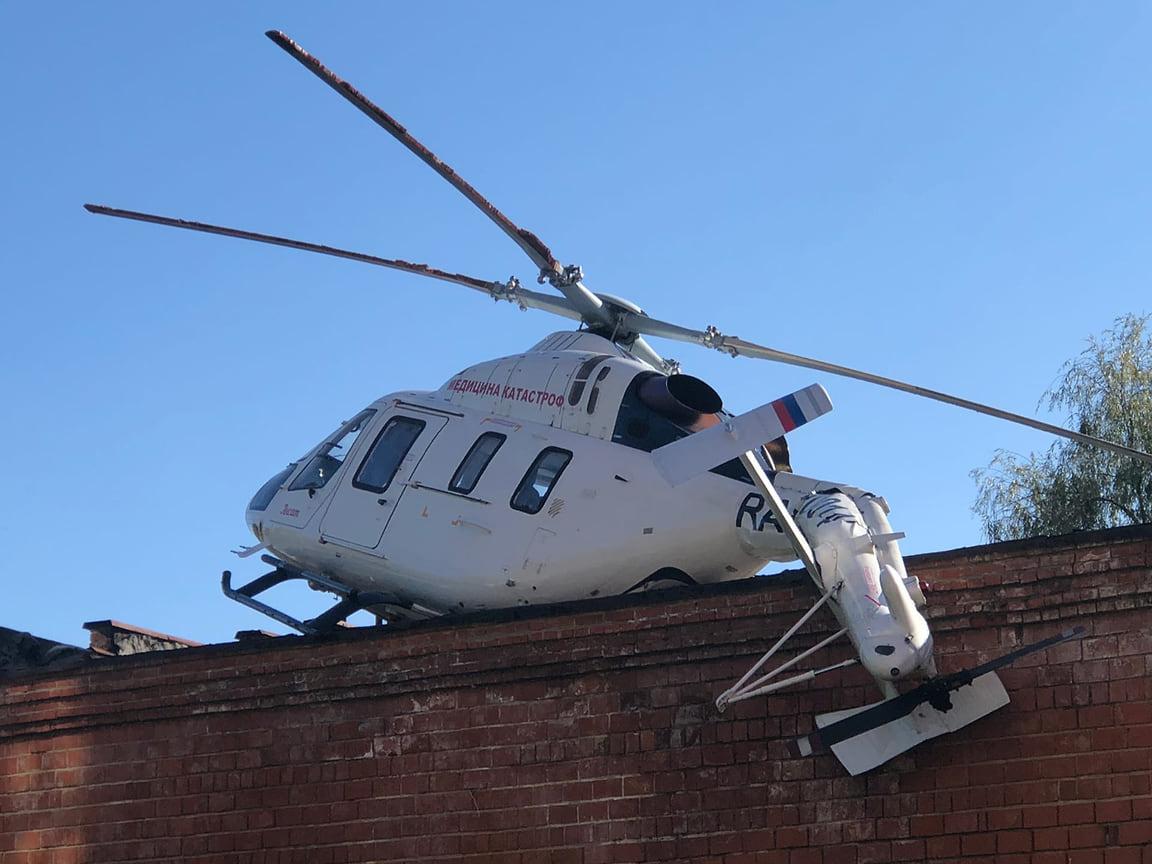 В Ижевске вертолет санитарной авиации аварийно сел на крыше одноэтажного технического здания (гаража) на территории первой республиканской больницы.