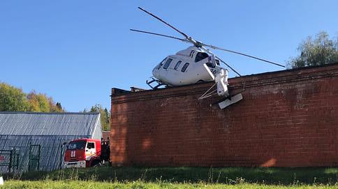 «Предварительная причина ЧП — сильный боковой ветер»  / Следователи выясняют обстоятельства жесткой посадки вертолета санавиации в Удмуртии