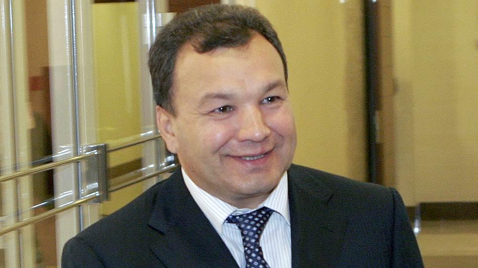 Кому глава «Татнефтепродукта» Рустам Сабиров уступил еще 3,1% акций, осталось за кадром