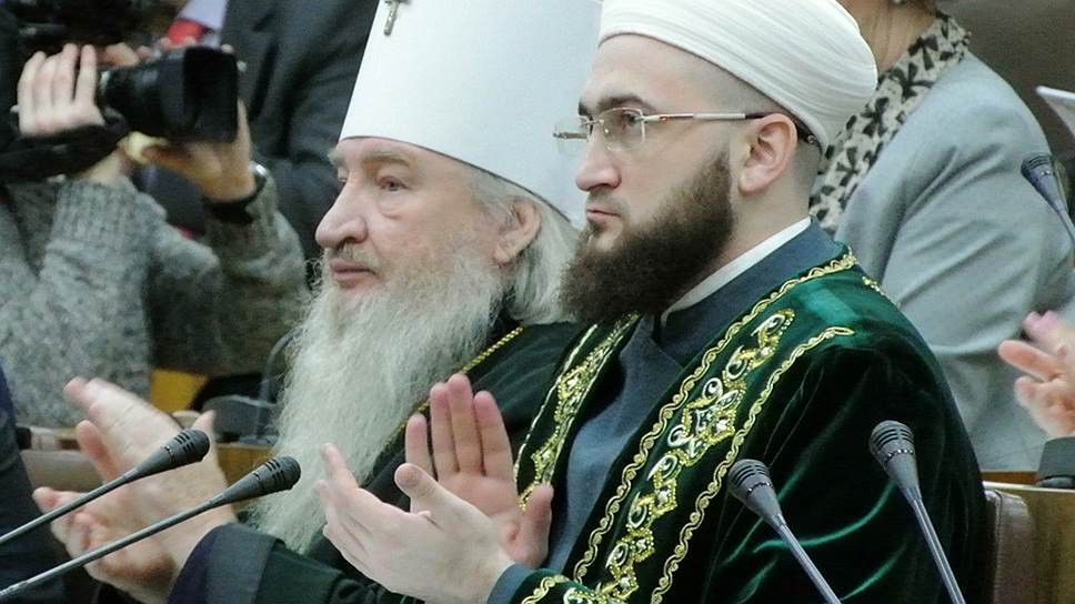 Митрополит Казанский и Татарстанский Феофан и муфтий Татарстана Камиль Самигуллин решили лично поработать с общественниками