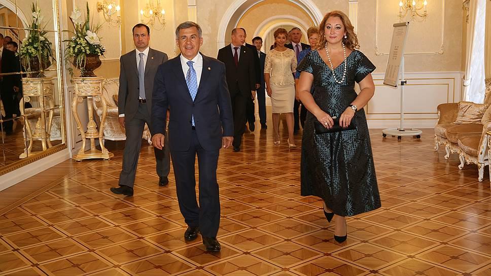 Для президента Татарстана Рустама Минниханова «важно, чтобы семьи были крепкие» (справа - супруга главы республики Гульсина Минниханова)