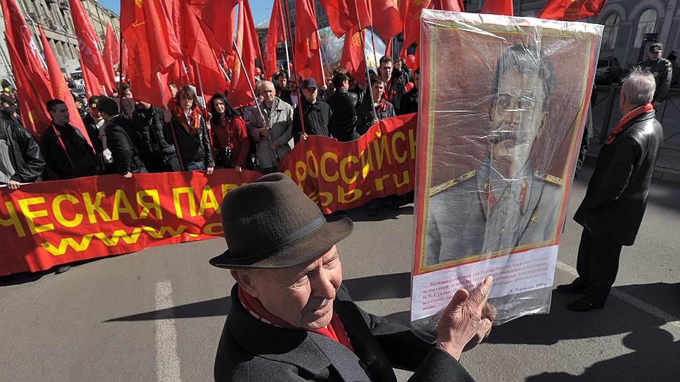 «Демократия — это не только выход на улицы с флагами» / Единороссы отказали коммунистам в смягчении правил для шествий и демонстраций