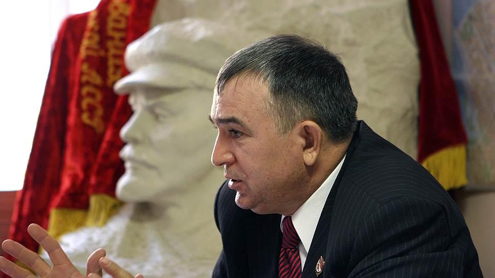 Привет с родины вождя / КПРФ Татарстана может потерять своих представителей в Госдуме
