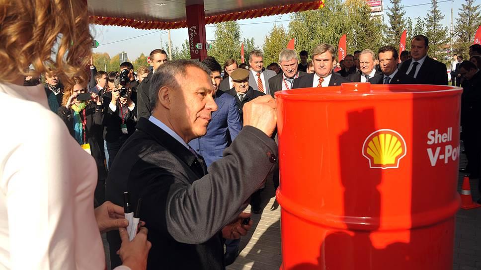 Рустаму Минниханову «очень приятно», что под брендом Shell будет реализовываться местное топливо