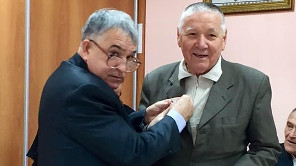 Однопартийцы Хафиза Миргалимова (слева) не оценили заслуги экс-лидера ВТОЦ Галишана Нуриахметова (справа)