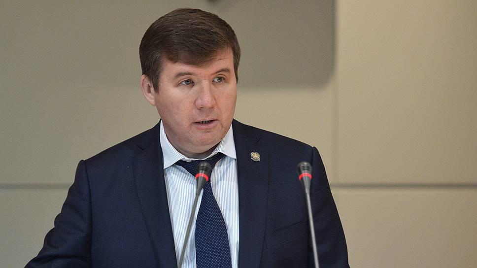 Временно неработающему Мидхату Шагиахметову, кажется, нашли дело