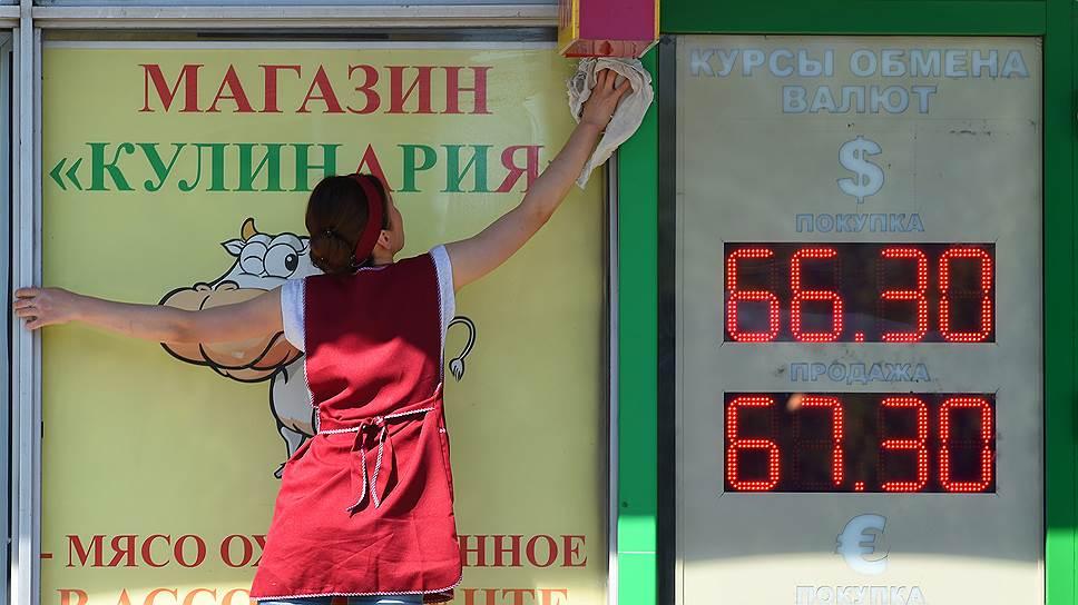 На покупку валюты жители Татарстана тратят лишь 1,9% доходов, большая часть уходит на питание